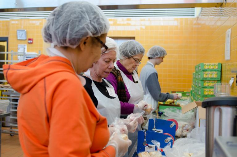 Community Kitchen volunteers Feed More