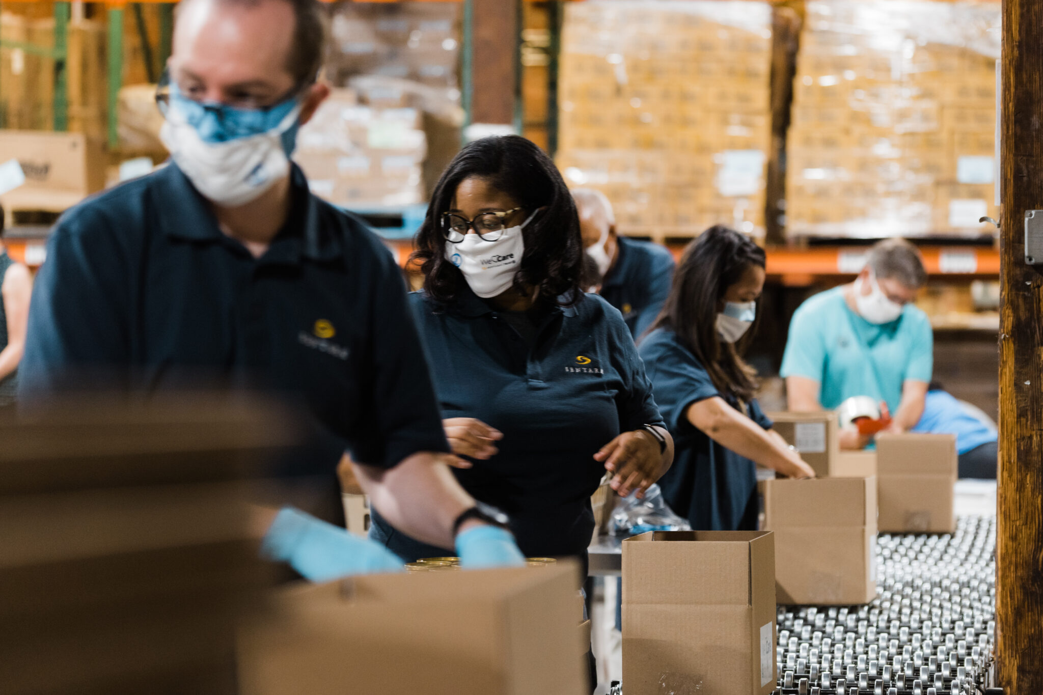 Sentara volunteers loading up boxes at Feed More