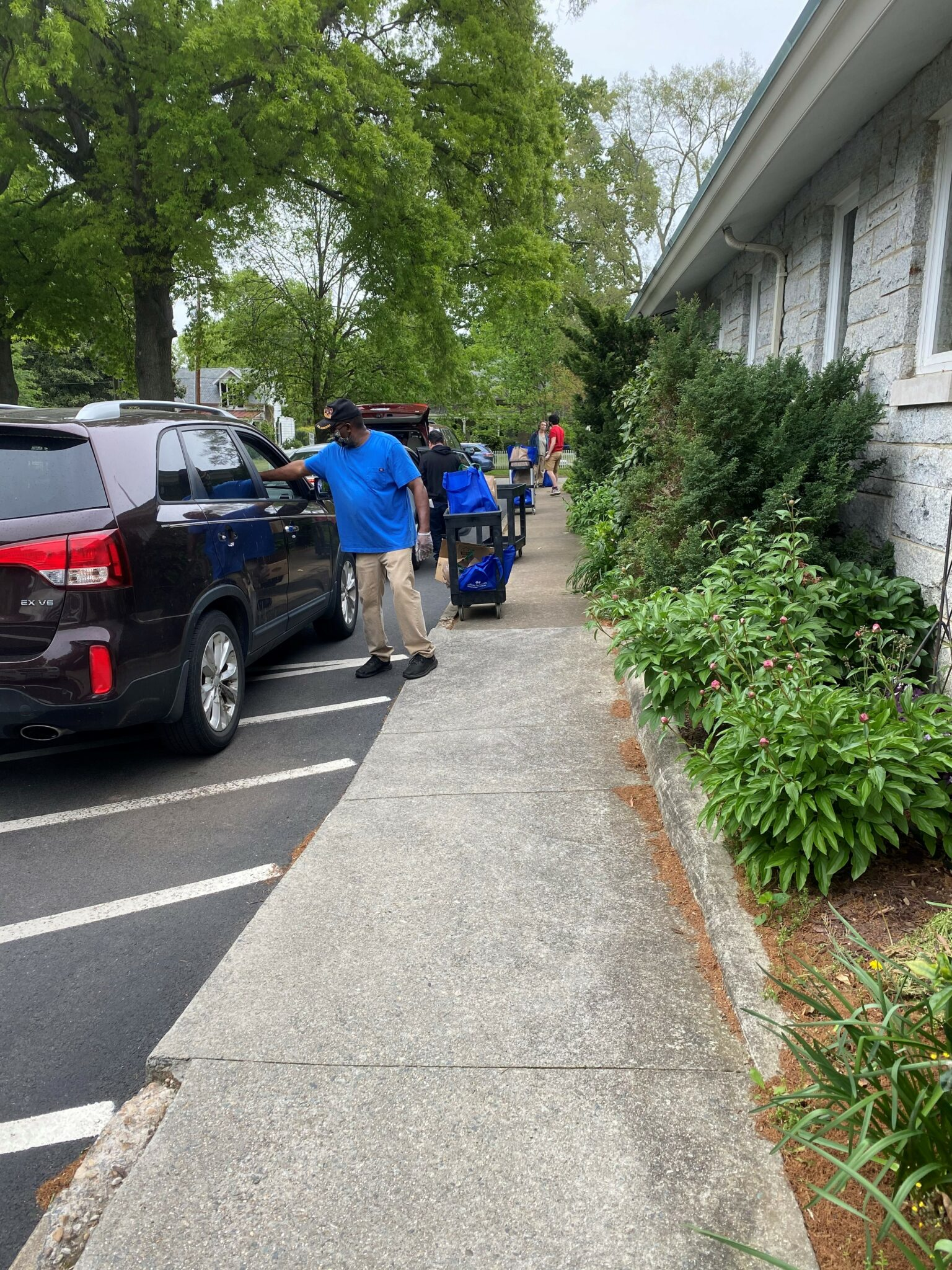 St Thomas Food Pantry curbside distribution_drive thru distribution.